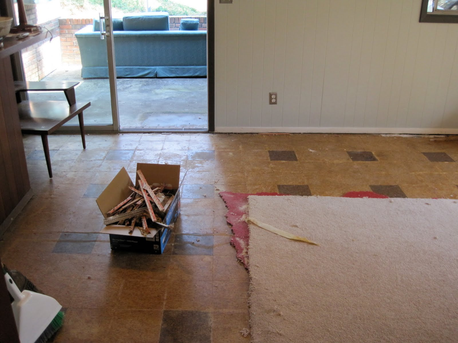 The den: Carpet removal